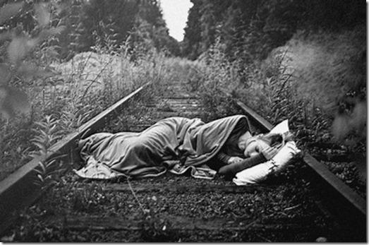 women pillows railroad tracks sleeping lying down blanket girls in nature 3008x2000 wallpaper_www.knowledgehi.com_10